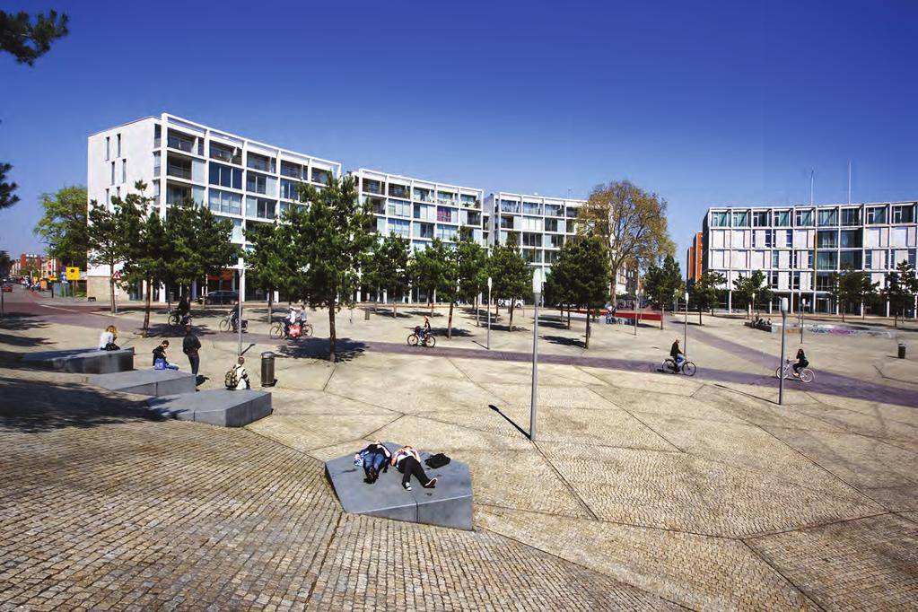 SPECIAL > Landscape Architect_Lodewijk Baljon Station Square in Apeldoorn Location Apeldoorn, The Netherlands Collaboration LED artist Giny Vos, urban planner Hans Davidson Engineering SmitsRinsma,