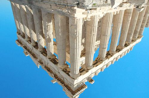 아테네아크로폴리스 (Acropolis) The Acropolis, awesome and aloof on its limestone mesa above hectic modern Athens, is so integral to the texts of our history